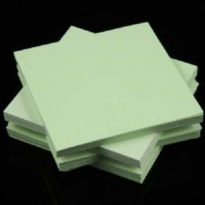 Both side colour origami, Light green, 6.5cm x 6.5cm, 200 sheets, (Papers not perfectly square - sold at a discount), [KY687]